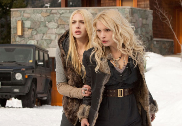 Casey Labow und Myanna Buring in Breaking Dawn - Teil 2